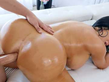 Sybil Stallone seduces Van Wylde by the poolside and gets owned in his house